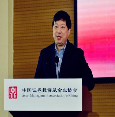 洪  磊   中国证券投资基金业协会党委书记、会长